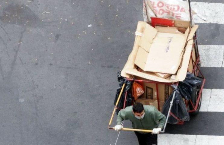 วิกฤตโรคระบาดทำรัฐบาลอาร์เจนตินาผิดนัดชำระหนี้อีกรอบ ประชาชนตกงาน เข้าคิวรับบริจาคอาหาร