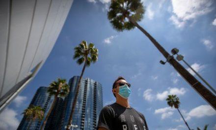 โคโรน่าไวรัสในสามรัฐใหญ่  แคลิฟอร์เนีย เท็กซัส และ ฟลอริด้า ผลผู้ป่วยเพิ่มขึ้นอย่างรวดเร็ว ในปัจจุบันนี้
