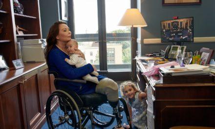 (คลิป) วุฒิสมาชิก Tammy Duckworth ให้สัมภาษณ์กับ Chris Hayes ของ MSNBC