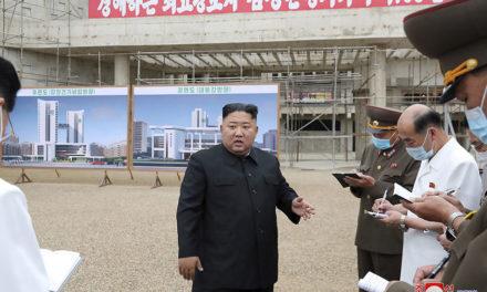 """ผู้นำเกาหลีเหนือ คิมจองอึ่น ตำหนิเจ้าหน้าที่ในการก่อสร้างโรงพยาบาลในเปียงยางที่ """"ประมาท"""" และสั่งให้ผู้รับผิดชอบถูกไล่ออก"""
