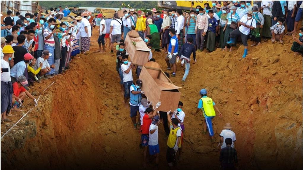 ขุดหลุมยักษ์ฝังศพเหยื่อเหมืองหยกมรณะ กู้ขึ้นมาได้แล้ว 171 ศพ (คลิป)
