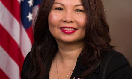 ไขข้อข้องใจเกี่ยวกับ Sen. Tammy Duckworth ว่าเธอสามารถจะเป็นรองประธานาธิบดีของสหรัฐอเมริกาได้หรือ?