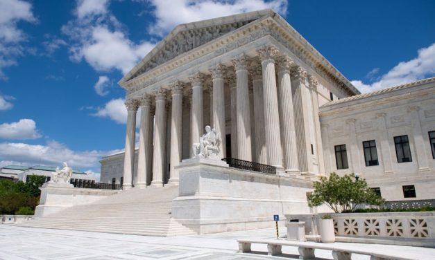 ศาลฏีกาสหรัฐ 7ต่อ2 ตัดสินเช้านี้ว่าประธานาธิบดีทรัมป์ ไม่ได้ถูกยกเว้นในการแจ้งเรื่องบัญชีภาษี
