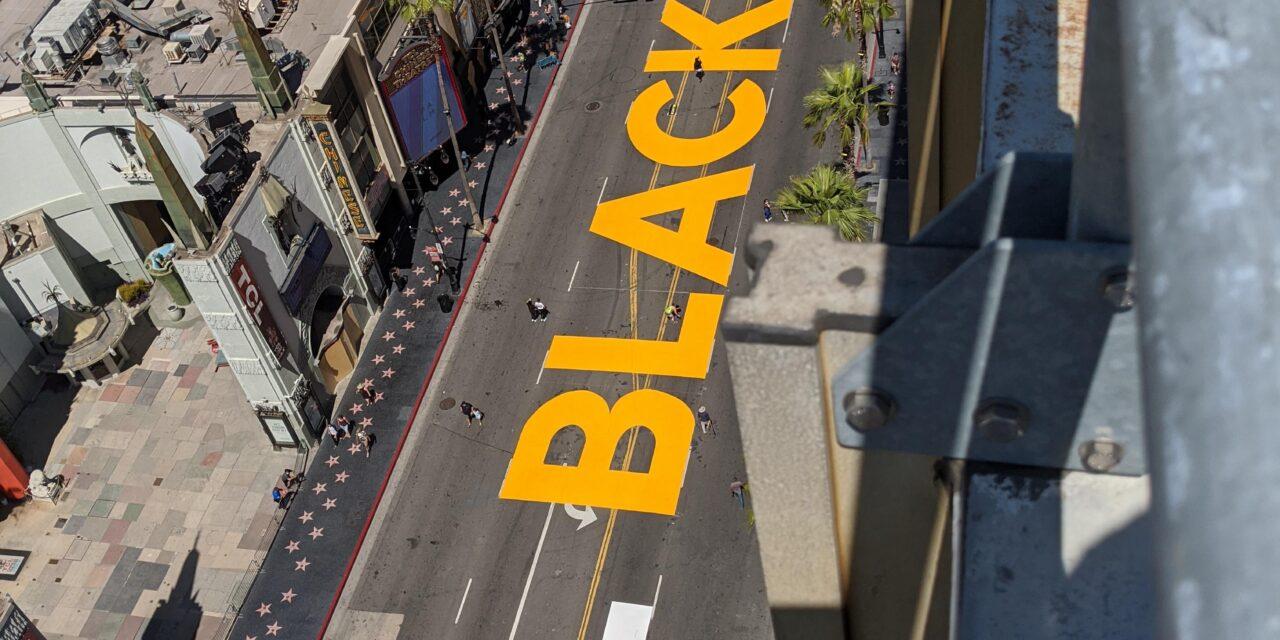 ภาพจิตรกรรมบนถนน Hollywood Blvd เพื่อรำลึก