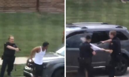 อีกแล้วตำรวจวิสคอนซินยิงชายผิวดำ 7 นัดเข้าที่หลังขณะที่ลูกๆมองพ่อกำลังถูกยิง