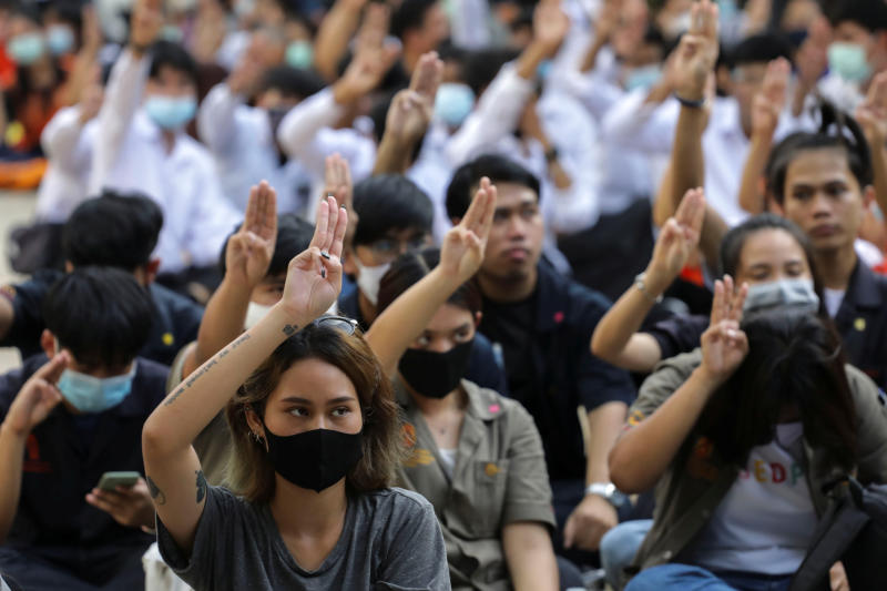 โรงเรียนไทย 'Hunger Games' ประท้วงแสดงความยินดีแพร่กระจาย