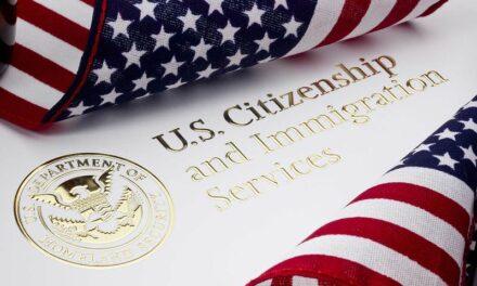 USCIS บอกว่าจะไม่ต่ออายุใบเขียวให้กับผู้ที่ถือใบเขียวแล้วเดินทางออกนอกประเทศบ่อย
