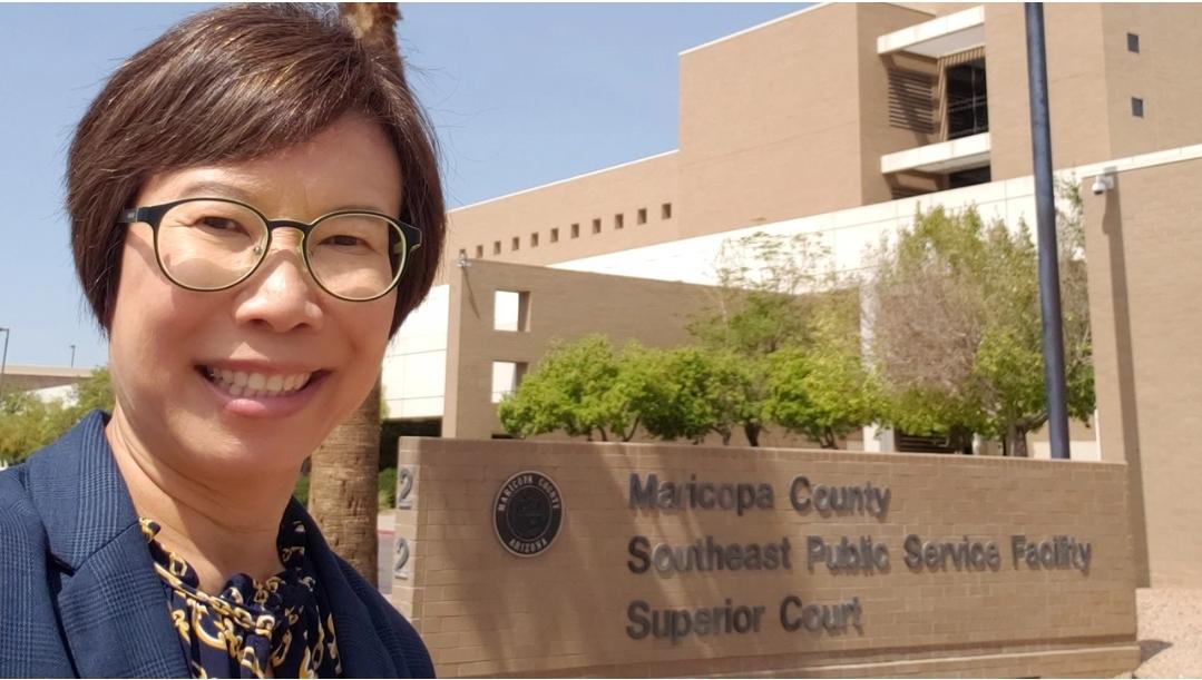 """อาชีพใหม่วัย 50 """"ล่ามไทย"""" คนแรกสอบผ่าน ทำงานศาลสูงแอริโซนา"""