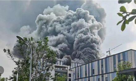 ตายแล้ว 3 ศพ ไฟไหม้สำนักงานหัวเว่ย นครตงกวน