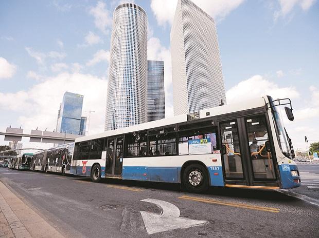 """เทลอาวีฟ Tel Aviv เมืองหลวงอิสราเอล เป็นเมืองแรกในโลกที่มีถนนไฟฟ้าไร้สาย เปลี่ยนถนนในเมืองให้เป็น """"ถนนอัจฉริยะ"""""""