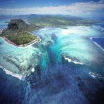 """""""น้ำตกใต้น้ำ"""" ที่เกาะมอริเชียส จริงหรือภาพลวงตา"""