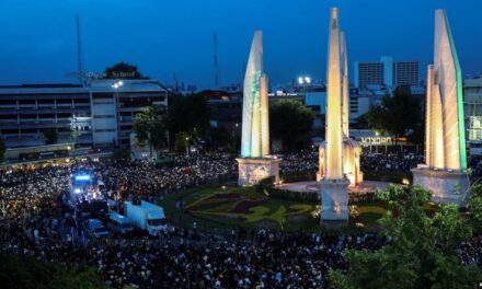 """อเมริกันมองไทย: เสียงเรียกร้องคนรุ่นใหม่-การเมืองไทยยุค """"ปลดแอก"""""""