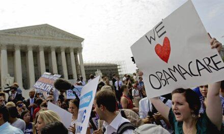 ศาลสูงสหรัฐฯ เริ่มต้นการไต่สวนคดีที่พรรครีพับลิกันยื่นฟ้อง เพื่อยกเลิกกฎหมายประกันสุขภาพถ้วนหน้า หรือ โอบามาแคร์ หลังมีตุลาการครบองค์ประชุมแล้ว
