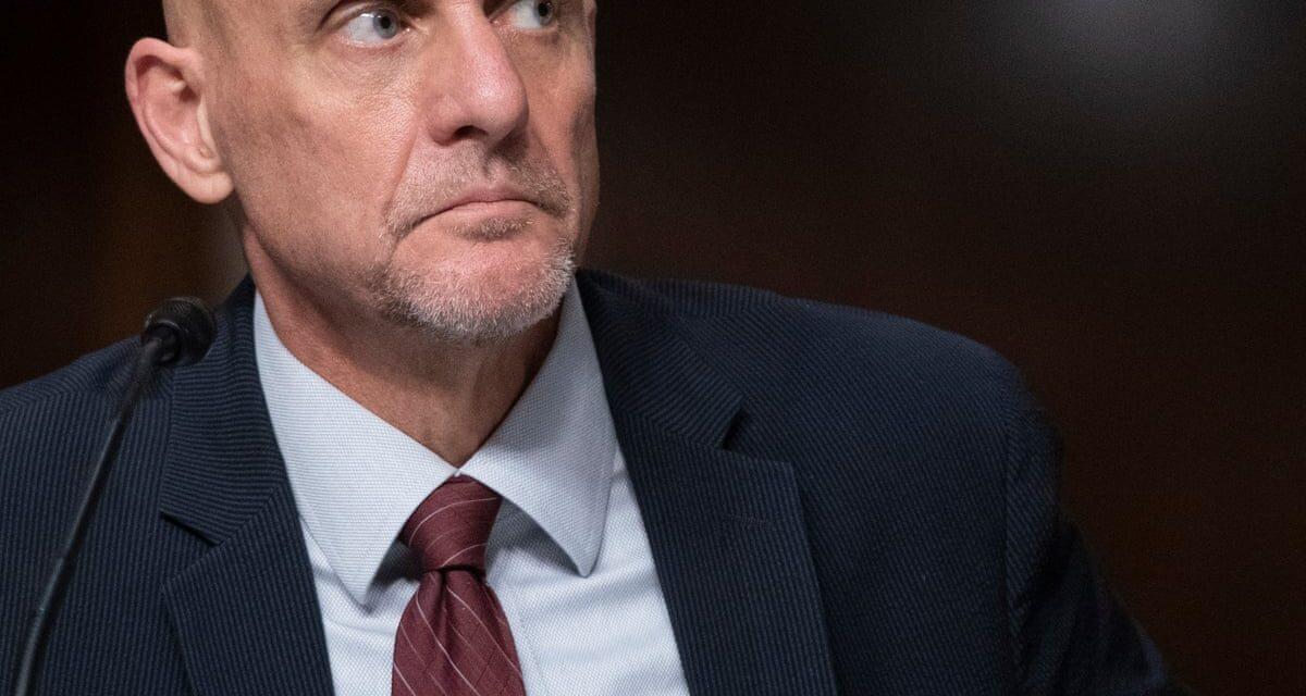 ทำเนียบขาว Mark Meadows ขู่ Stephen Hahn หัวหน้าสำนักงาน FDA