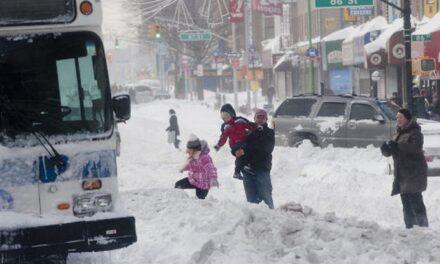 พายุหิมะนอร์อีสเตอร์พัดถล่มภาคตะวันออกเฉียงเหนือของสหรัฐฯ