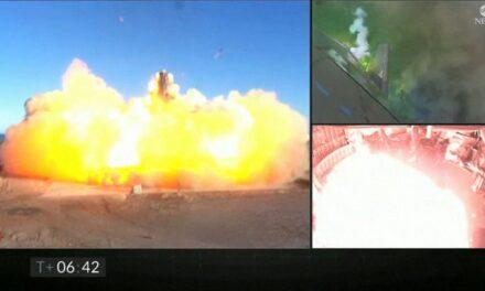 """จรวดต้นแบบ Starship SN8 ของ """"อีลอน มัสก์"""" เกิดอุบัติเหตุระเบิดอย่างรุนแรง"""