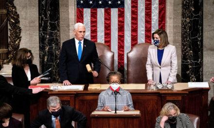 รัฐสภาคองเกรสแห่งสหรัฐอเมริการับรองการชนะ Biden หลังจากผู้สนับสนุนทรัมป์สร้างความหายนะในหน่วยงานของรัฐ