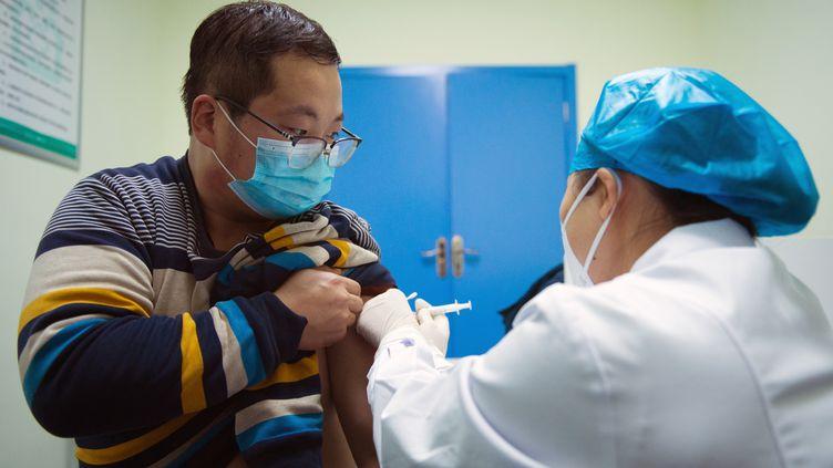 ไทยตั้งเป้าสร้างภูมิคุ้มกันให้ประชาชน 19 ล้านคนจากไวรัสโคโรนาในระยะแรกของการฉีดวัคซีนเริ่มตั้งแต่วันที่ 14 กุมภาพันธ์
