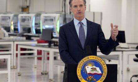 Gov. Gavin Newsom คาดว่าจะยกเลิกคำสั่ง 'พักที่บ้าน' ของ coronavirus ในแคลิฟอร์เนีย วันจันทร์นี้