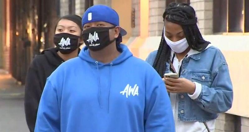 สมาชิกชุมชนชาวผิวดำและชาวเอเชีย 500 คนร่วมชุมนุมในโอกแลนด์เมื่อวันหยุดสุดสัปดาห์เห็นคลื่นของการโจมตีการโจรกรรม