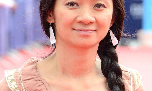 ผู้กำกับหญิงชาวเอเซียคนแรกยอดเยี่ยมในประวัติศาสตร์ของออสก้า Chloé Zhao (โคลอี่ ชาว) ได้รับรางวัล