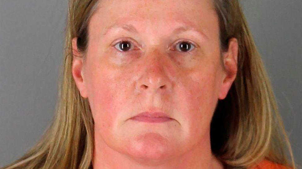 เจ้าหน้าที่ตำรวจ Kim Potter ถูกตั้งข้อหาฆ่ายิง Daunte Wright ถึงแก่ความตาย