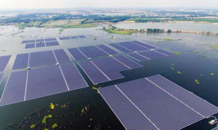 ประเทศไทยกำลังสร้างฟาร์มพลังงานแสงอาทิตย์ลอยน้ำที่ใหญ่ที่สุดแห่งหนึ่งของโลก