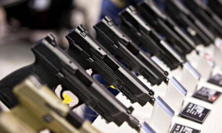 ศาลฎีกาเห็นพ้องที่จะตัดสินว่าเจ้าของปืนมีสิทธิพกพาอาวุธในที่สาธารณะหรือไม่