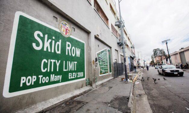 ศาลฏีกาสหรัฐส้่งให้นครลอสแองเจลิสนำคนเร่ร่อนที่ Skid Row ดาวเทาน์ออกจากถนนสู่บ้านพัก