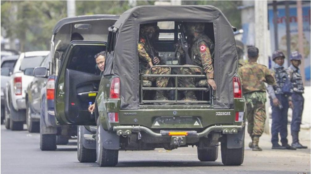 เหตุการณ์ทหารพม่าเปิดฉากยิงปะทะกันเองดับหลายศพ