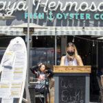 แคลิฟอร์เนียจะยังคงอนุญาตให้ร้านอาหารให้บริการเครื่องดื่มแอลกอฮอล์กลางแจ้งสำหรับ delivery and to go จนถึงสิ้นปี 2021