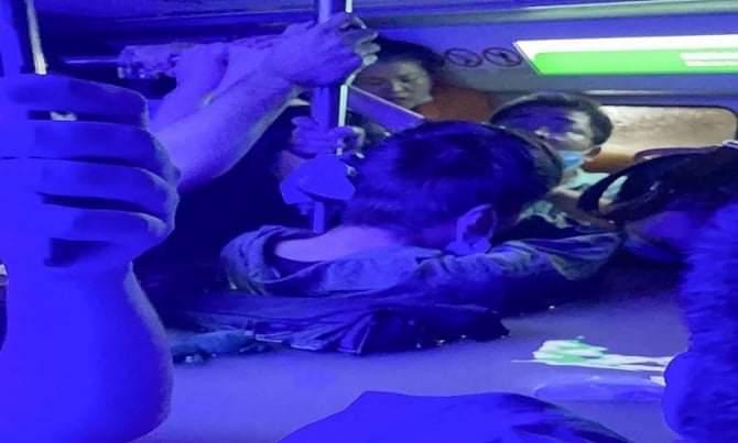 สื่อจีนรายงานข่าวช็อก มีผู้โดยสารตายคารถไฟใต้ดินที่ถูกน้ำท่วม12ศพ