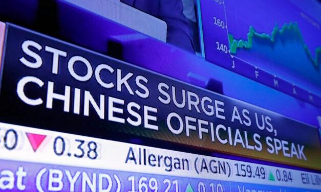 กลืนไม่เข้าคายไม่ออก! ธุรกิจจีนที่ต้องการระดมทุนต่างประเทศถูกกดดันหนักทั้งจากปักกิ่งและวอชิงตัน