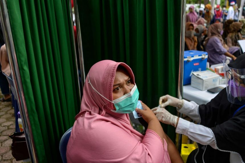 อินโดนีเซีย-ไทย พิจารณาฉีดวัคซีนกระตุ้น ท่ามกลางข้อสงสัยเรื่องวัคซีนซิโนวัค