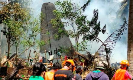 เครื่องบินทหารฟิลิปปินส์ตกพร้อมผู้โดยสารเฉียดร้อย พบศพแล้ว 45 ราย!