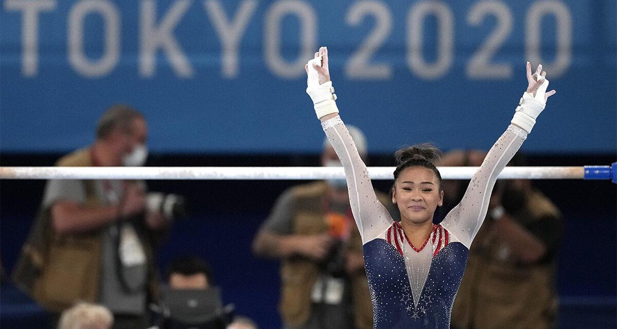 'สุนิสา ลี' นักยิมนาสติกอเมริกันเชื้อสายม้ง คว้าเหรียญทองแรกที่โอลิมปิกเกมส์