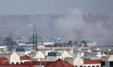 เกิดระเบิดฆ่าตัวตายนอกสนามบินกรุงคาบูล อเมริกันเสียชีวิตอย่างน้อย 12 ราย อัฟกัน 60 ราย!
