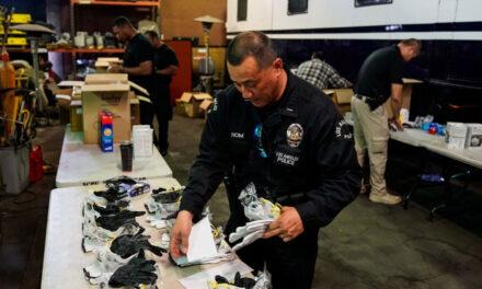 เจ้าหน้าที่ตำรวจของแอลเอต้องสวมหน้ากากอนามัย พวกเขาถูกจับได้ไม่ใส่หน้ากาก