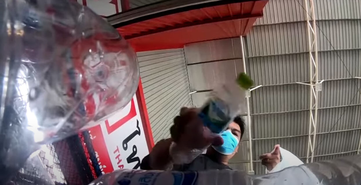 ประเทศไทยทำชุด PPE จากขวด'รีไซเคิล'