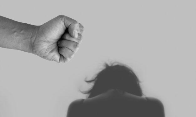 ทุกๆ 7.4 วินาที ผู้หญิงในจีนต้องเผชิญกับความรุนแรงในครอบครัว กระแสน้ำพลิกได้ไหม?